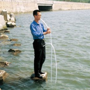 71 Qiu Zhijie, Filter, performance, video, 75 x 60 cm, 1997