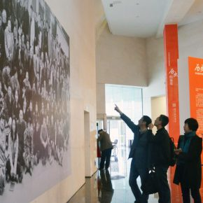 "37 Honored guests visited the exhibition 290x290 - History is Today, the Temperature is High: ""The Temperature of History"" is ending in Taiyuan!"