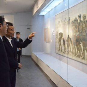 "38 Honored guests visited the exhibition 290x290 - History is Today, the Temperature is High: ""The Temperature of History"" is ending in Taiyuan!"