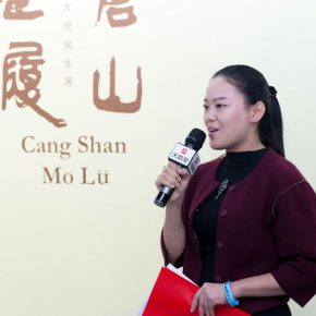 "04 Wei Yan from the Academic Affairs Office presided over the opening of the exhibition  290x290 - A Series of Exhibition of Teaching, Creating and Researching: ""Blue Mountains and Ink Shoes – Exhibition of Sketching in Dali, Yunnan"" Opened"