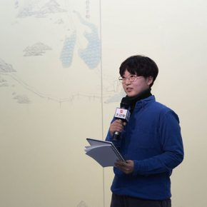 "05 Representative of the participating students delivered a speech 290x290 - A Series of Exhibition of Teaching, Creating and Researching: ""Blue Mountains and Ink Shoes – Exhibition of Sketching in Dali, Yunnan"" Opened"