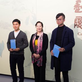 "06 Assistant to the CAFA President Wang Xiaolin issued a collection certificate 290x290 - A Series of Exhibition of Teaching, Creating and Researching: ""Blue Mountains and Ink Shoes – Exhibition of Sketching in Dali, Yunnan"" Opened"