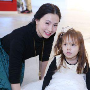 "03 A star guest – Junior Tao Hong 290x290 - ""Feminine Power: New Perspective"" Opened at Daqian Contemporary Art Center"