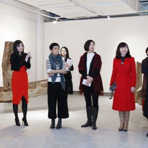 """04 From left to right Zhang Yini Director of Marketing at Double Ten Culture Beijing Li Zhaorong Executive Director of Sheng Jia Xi He Culture Industry Group·Sheng Xi Hui Tao Wei... 290x290 - """"Feminine Power: New Perspective"""" Opened at Daqian Contemporary Art Center"""