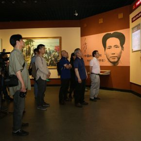 04-the-teachers-and-students-visited-the-museum