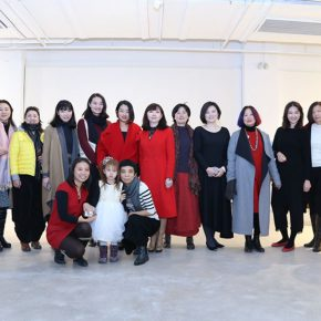"""05 In the second row it started from left Geng Xue Fang Li Wang Di Gao Xiang Cai Yaling Qi Fei Xu Xiaoyan's daughter 290x290 - """"Feminine Power: New Perspective"""" Opened at Daqian Contemporary Art Center"""