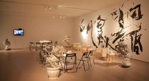 Yangjiang Group (Zheng Guogu, Chen Zaiyan, Sun Qinlin), Shan-shui conference with tea and aroma, 2015; Installation with synthetic materials, Dimensions Variable