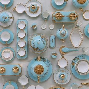 26 Huang Chunmao, G20 Ladies Party Porcelain, size of conventional tableware, strengthened porcelain, underglazed color, glaze decoration, 2016
