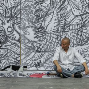 "10 Qiao Xiaoguang was in front of the draft of paper-cut ""Fish and Dragon Change"", photo courtesy of Cao Liang, 2014"
