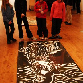 26 Finnish pupils watched the paper-cut exhibition at the opening ceremony