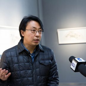 01 The curator Yu Yang was interviewed by the media 290x290 - Isolating Dust and Seeking Indifference: Yu Yue's Exhibition of Work opened in the 798 Gallery