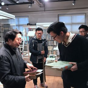 01 Prof. Yin Ji'nan, Dean of the School of Humanities, CAFA, directed the arrangement of the exhibition and offered his collections of books