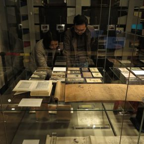 03 Teachers from the School of Humanities, CAFA visited the exhibition
