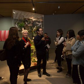 07 View of the curators' guiding the media to visit the exhibition 290x290 - Rendez-vous Between the Younger Generation and the Future: Young French & Chinese Art