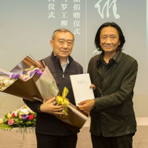 09 Vice President of CAFA Su Xinping issued a donation certificate to Luo An on behalf of the academy