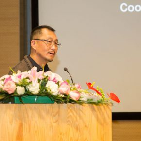 15 Prof. Wang Chuan, Director of the Office of Development and Planning, CAFA presided over the roundtable forum