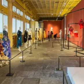 02 Installation view of the exhibition 290x290 - The Silk Road and Celestial Clothes: Fashion Art – Involved in Artistic Creation