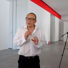 01 Prof. LaoZhu from the Department of History, Peking University and Chairman of the CIHA acts as the curator