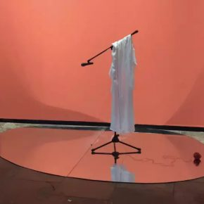 39 Zhu Zheqin, People>Clothes>People, 2017; Silk Robe, Hair Mirror, Wall Surface, Sand, Adjustable dimension