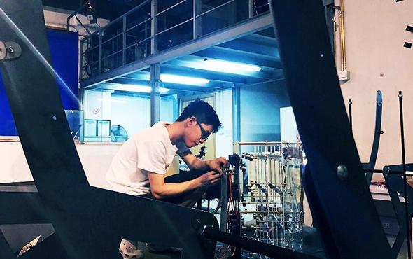 00 Su Yongjian was working on his work