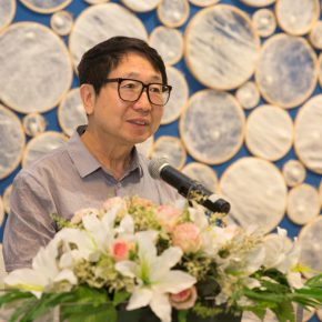 02 Yin Ji'nan an art critic and Dean of the School of Humanities CAFA delivered a speech 290x290 - Path of Reincarnation: Contemporary Interpretation of Oriental Silk Culture