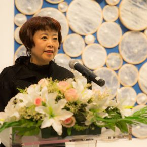 05 Curator of the exhibition Lyu Yue delivered a speech 290x290 - Path of Reincarnation: Contemporary Interpretation of Oriental Silk Culture