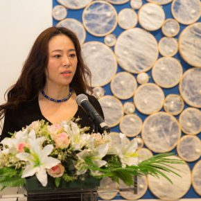 06 Curator of the exhibition Zhang Yanzi delivered a speech 290x290 - Path of Reincarnation: Contemporary Interpretation of Oriental Silk Culture