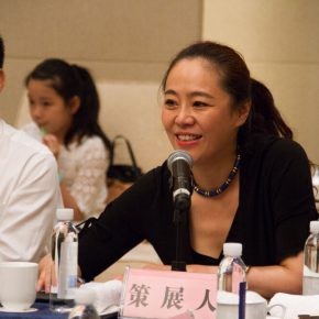 13 View of the academic seminar of the exhibition – curator Zhang Yanzi delivered a speech