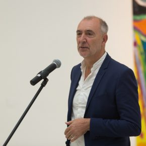 "03 Mr. Philip Dodd Co curator of the exhibition gave a speech for the opening ceremony 290x290 - Celebration of Life and the Experience of the Sublime: Gillian Ayres' Abstract Painting ""Sailing off the Edge"""