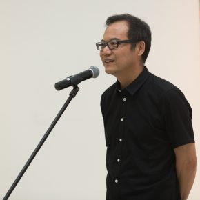 "04 Wang Chunchen Head of Curatorial Research Department co curator of the exhibition CAFA Art Museum spoke at the opening ceremony 290x290 - Celebration of Life and the Experience of the Sublime: Gillian Ayres' Abstract Painting ""Sailing off the Edge"""