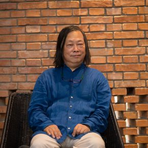 02 Yan Shijie Director of the Red Brick Art Museum at the opening ceremony 290x290 - Captive of Love: Artist Xing Dawen Reconstructing A Realistic Personal Perspective