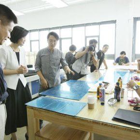 06 Exchanging in the engraving workshop of YAC