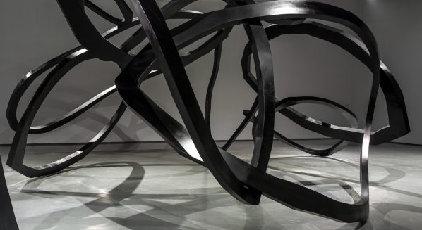 19 Zhou Li, The Ring of Life, 2017; Stainless Steel, 2060cm×830cm×550cm