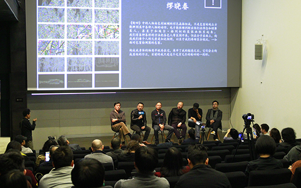 00 View of the press conference