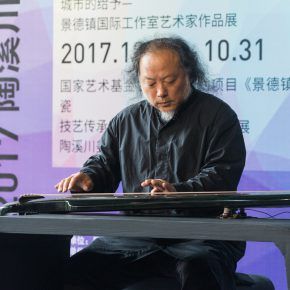 """02 Wang Peng a participating artist and a senior producer of Chinese zither on site played Chinese zither 1 290x290 - """"Spirit of Artisan"""" of Contemporary Art: Taoxichuan Art Museum Launched """"To Ingenuity"""" in Jingdezhen"""