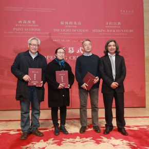 05 Wu Weishan Director of National Art Museum of China awarded donation certificates to the artists 290x290 - Three Exhibitions of Liu Jude, Zhong Shuheng and Dai Shihe are Displayed Together in the NAMOC to Showcase a Grand Cultural Atmosphere