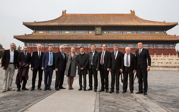 00 featured image of Group photo of the honored guests in front of the Art Museum of Imperial Ancestral Temple