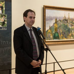 04 Остап. Ковальчук Vice President of Ukrainian National Academy of Fine Arts and Architecture delivered a speech at the opening ceremony 290x290 - The Meeting of Dniepe: A Show and Interaction between Contemporary Art from China and Ukraine