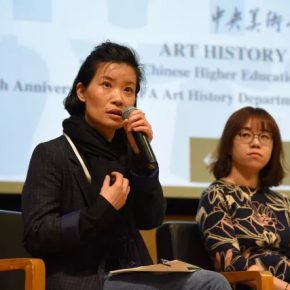 """67 View of the speaker answering a question.webp  290x290 - Academic Conference of """"Art History in China"""" Successfully Concluded & """"Wang Xun's Anthology"""" was Issued"""