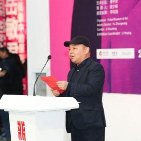 "04 Huang Liping Director of He Art Museum announced ""@ Wuhan·2018"" Zhang Xiaogang's solo exhibition project 290x290 - Crossing the Idol and Maze: Primary Form in Re-Idol – Yue Minjun Solo Exhibition Opened"