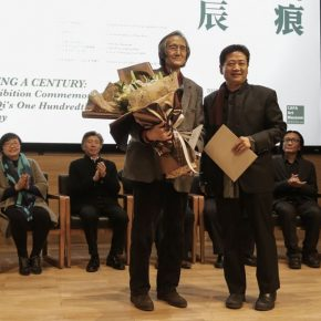 06 Zhang Zikang Director of CAFA Art Museum issued a donation certificate to the family member 290x290 - Carved Traces of Wang Qi in Chinese Art: An Exhibition Commemorating Wang Qi's 100th Birthday has opened