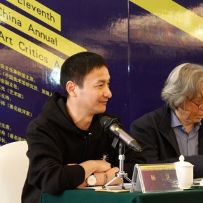 """09 Moderator of the opening Yang Wei Secretary General of the Annual Conference of Chinese Art Critics the 1st on the left 290x290 - Focusing on """"Seeing and Reading: Critics and Readers"""" The 11th Annual Conference of Chinese Art Critics Held in Zhangzhou"""