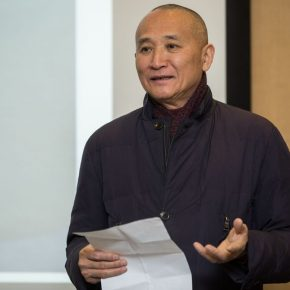 "02 Prof. Qiao Xiaoguang hosted the lecture 290x290 - Peter Callesen: ""White World"" of the Western Contemporary Paper-Cut Artist"
