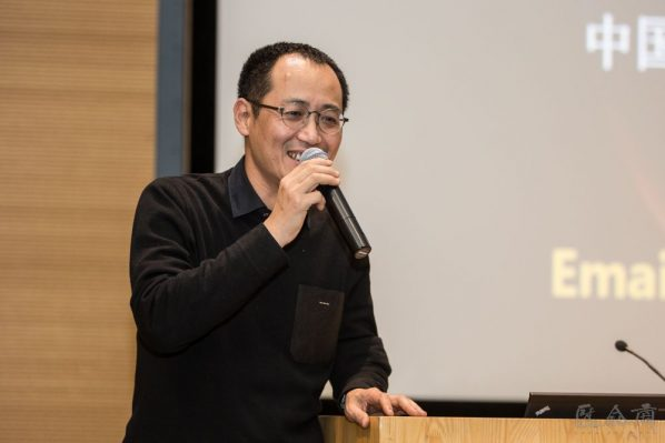 """02 The lecture was presided over by Qiu Zhijie Dean of the School of Experimental Art CAFA 598x399 - Teng Jiwen: """"Earth in Turmoil – The Exchange of Matter and Energy Inside the Earth and the Deep Motive Processes"""""""