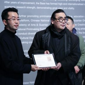 """06 View of the donation ceremony 290x290 - Diverse Styles and Beautiful Forms: """"Win-Win Cooperation Belt and Road International Printmaking Invitational Exhibition"""" Opened"""