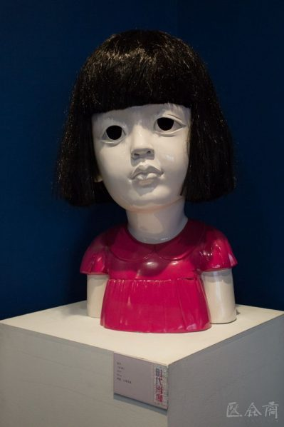 01 Jiang Jie Red Child resin spray paint artificial hair 80 cm 2006 399x598 - Jiang Jie: It is Important for Contemporary Sculpture to Communicate Ideas