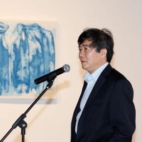 02 Shen Kuiyi Curator and Professor of Art History Theory and Criticism from the Department of Visual Arts San Diego the University of California delivered a speech 290x290 - The Freedom Games Related to the Visual: Times – New Works by Li Tingting