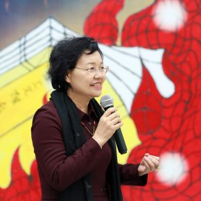 "04 Zhou Xujun Director of Beijing Minsheng Art Museum delivered a speech at the opening ceremony 290x290 - The Large-Scale Comprehensive Art Project ""Qiu's Notes on the Colorful Lantern Scroll Project"" Has Finished"