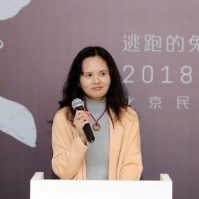 "05 Xu Qinping Head of the Curatorial Department of Beijing Minsheng Art Museum hosted the opening ceremony 290x290 - Deconstructing the Self and Running Forward: ""Rabbit on the run"" Chen Xi's New Works Kicked Off at Beijing Minsheng Art Museum"