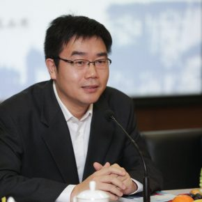 """03 Hong Yonggang General Editor of CITIC Publishing Group 290x290 - Stories of Artistic Growth: """"The Gray Palette: When I Studied at CAFA"""" has been officially published"""